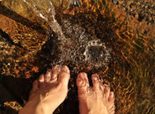 feet-in-the-water-2124781_1920-(2)